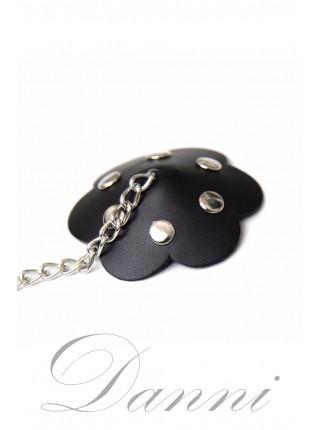 Кожаные наклейки на грудь с цепочкой