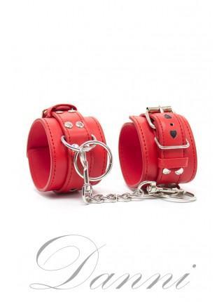 Кожаные наручники с сердцами